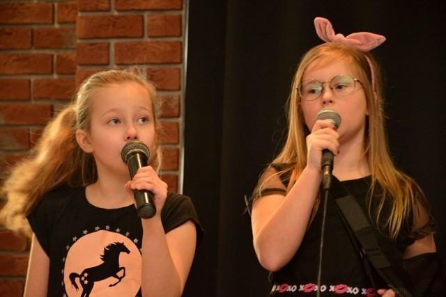 Chętnych do udziału w karaoke w Lubskim Domu Kultury nie trzeba było namawiać.