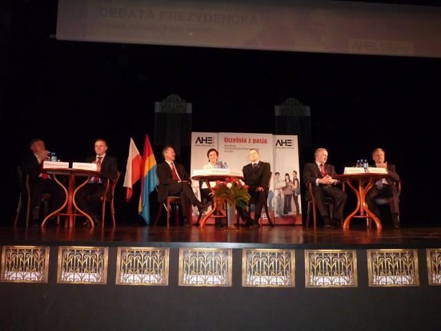 W debacie prezydenckiej, którą zorganizowali w minioną sobotę studenci Akademii Humanistyczno-Ekonomicznej,  wzięli udział wszyscy kandydaci walczący o fotel prezydenta Radomska. Debata odbyła się w sali widowiskowej Miejskiego Domu Kultury