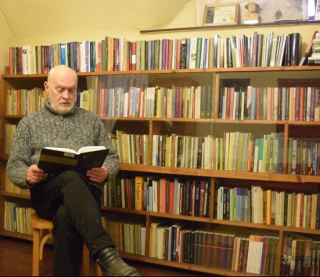 Większość książek Tischnerowskiej biblioteki zostały zakupione z prywatnych środków Andrzeja Długosza. Biblioteka ta liczy prawie 500 wydań publikacji ks. Tischnera i o jego nauce oraz 164 czasopism.