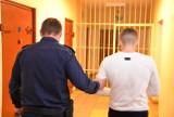 Policjanci przyjechali na przeszukanie mieszkania w Lubichowie i zastali złodzieja ZDJĘCIA