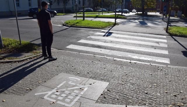 Ulica Czarnieckiego w Stargardzie, tu również spotkać można nowe oznakowanie przy przejściach dla pieszych.