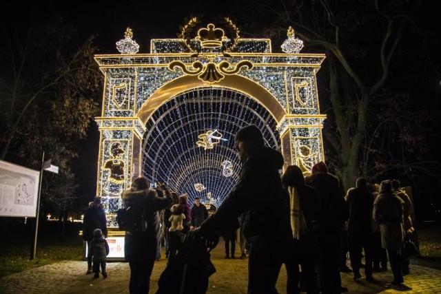 Nie masz pomysłu na Walentynki? Idealną propozycją będzie wyjątkowy spacer po Królewskim Ogrodzie Światła. Specjalnie na tę okazję będą dodatkowe mappingi!