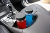 Tych rzeczy nie zostawiaj w samochodzie podczas upałów. Niektóre z nich mogą wybuchać i powodować pożar