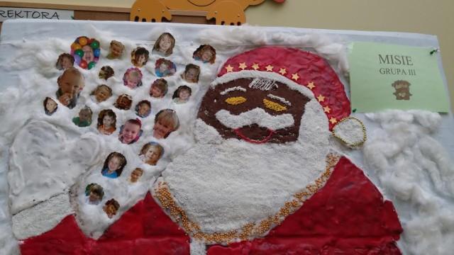 Powstawanie piernikowego Świętego Mikołaja w przedszkolu nr 4 w Łasku Kolumnie