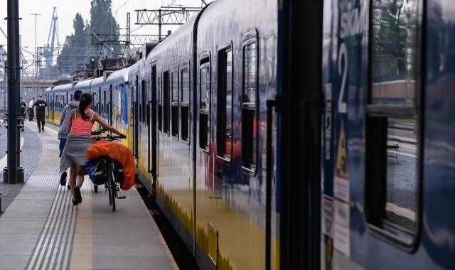 Przed planowaniem podróży warto sprawdzić, czy pociąg jest dostosowany do przewozu jednośladów. Informacje o zestawieniu składów można znaleźć na stronie www.intercity.pl. Opłata za przewóz roweru wynosi 9,10 zł, niezależnie od długości trasy.