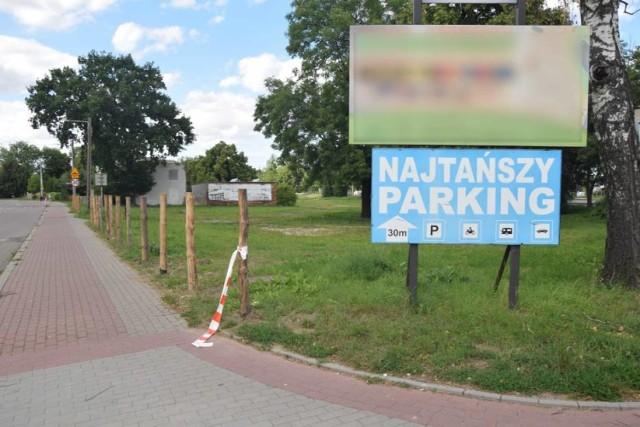 Tak wyglądały w ubiegłym sezonie turystycznym miejskie parkingi w Kałdowie.