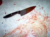 Śrem: wbijał sobie nóż w brzuch i groził ratownikom. Zajęła się nim policja