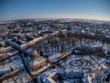 Wieluń z lotu ptaka w zimowej odsłonie. Zobaczcie jak wygląda nasze miasto z góry ZDJĘCIA
