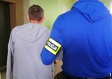 Policjanci z KMP w Suwałkach zatrzymali dwóch członków gangu, który okradał posiadłości w Wielkiej Brytanii