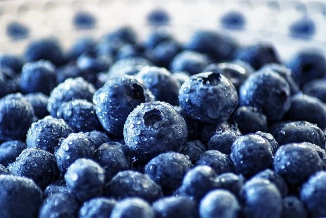 Na targowisku oferowane są już leśne jagody. Za szklankę tych owoców trzeba zapłacić 6 zł, a za duży słoik - 18 zł