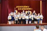 Jesteśmy uczniami! W Szkole Podstawowej nr 2 w Świebodzinie odbyła się uroczystość pasowania pierwszaków. Niestety bez rodziców