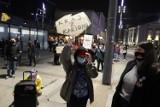 Kobiety w Katowicach nadal protestują. Policja uniemożliwiała spacer, legitymowała uczestników [ZDJĘCIA]