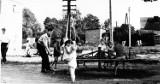 Kogo przedstawia to zdjęcie? Miłośnicy historii Pruszcza Gdańskiego szukają osób z fotografii z 1964 roku