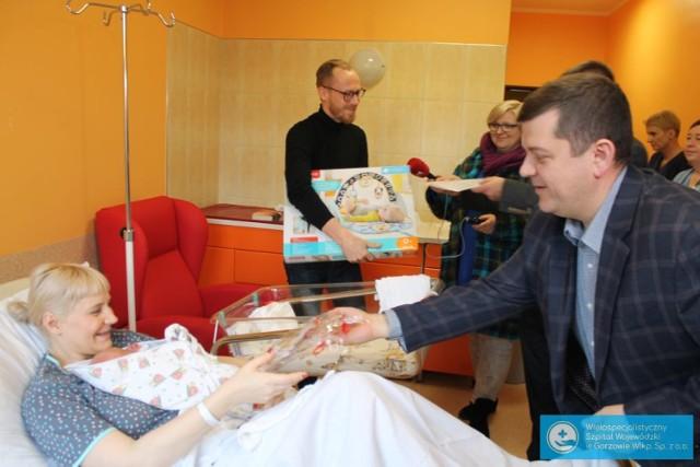 Gorzowski nosorożec Stefania i inne prezenty dla dzieci urodzonych w szpitalu w Gorzowie