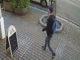 Policja w Bydgoszczy poszukuje mężczyzny. Chodzi o kradzież. Rozpoznajesz go? Zobacz zdjęcia i wideo