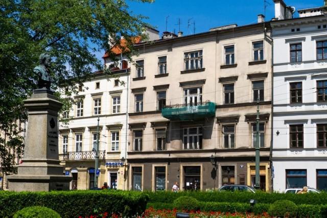 Kamienica przy pl. Wszystkich Świętych 10 to bliska sąsiadka siedziby krakowskiego magistratu, kościoła franciszkanów i Drogi Królewskiej