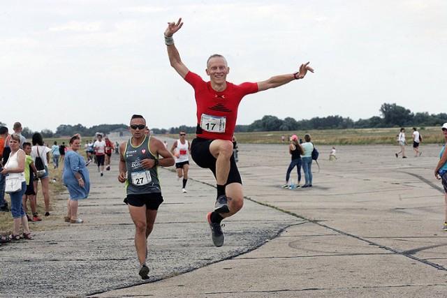 Bieg po legnickim lotnisku - Decathlon Aero Run.