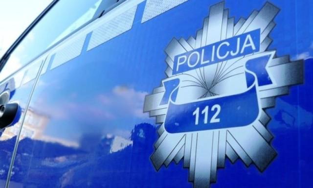 Policja w Kole szuka wandala, który uszkodził samochód