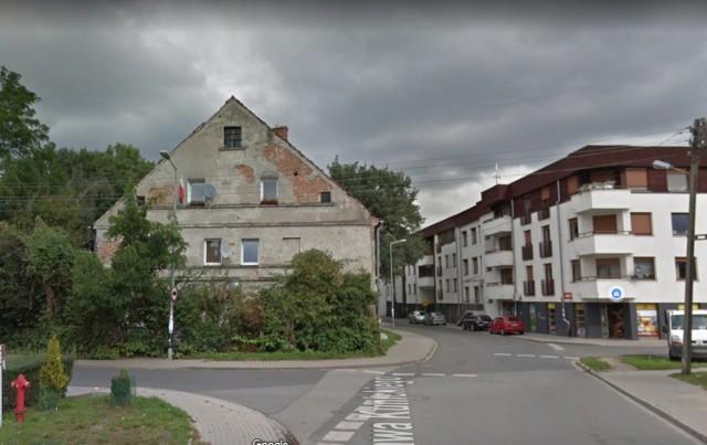 Obecny Muchobór Wielki był niegdyś wsią, która założona została w XII wieku. Znajdowała się tu szkoła, kościół i cukrownia. Wiele z budynków zachowało się do dziś i nadal jest zamieszkiwanych. Funkcję mieszkalną pełni m.in. dawna gospoda przy ulicy Kunickiego.  Zobaczcie najstarsze, nadal zamieszkiwane budynki we Wrocławiu na kolejnych slajdach.