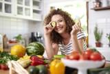 Dlaczego wegetarianizm należy do najzdrowszych diet? Jakie są jego rodzaje i zasady, czym zastąpić mięso oraz co zawierają dania jarskie?
