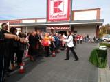 Otwarcie Kauflandu w Krotoszynie - Rano szału nie było, przed południem ściągnęły już tłumy. ZDJĘCIA