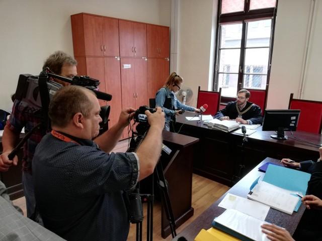 Oskarżony Matthew L.  nie stawił się w sądzie, a mec. Marcin Mamiński poinformował sąd o złożeniu zawiadomienia o możliwości popełnienia przestępstwa.