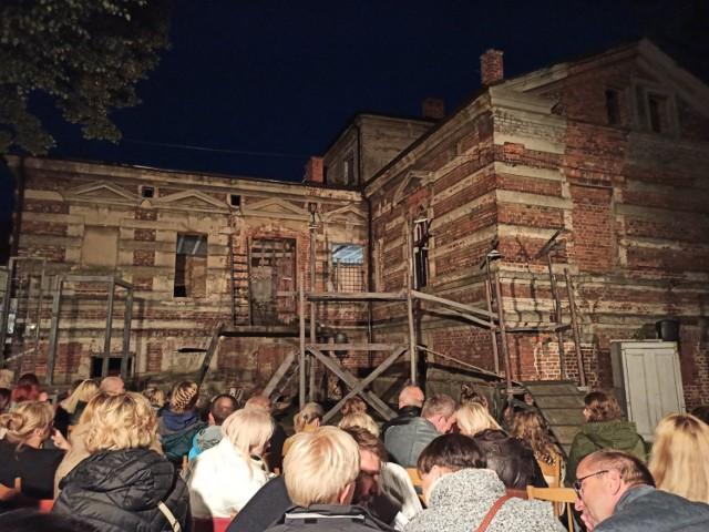 W ramach projektu Teatr Polska widzowie z Konina zaproszeni zostali do Pałacu Reymonda