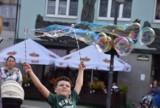 Dzień baniek mydlanych na bytomskim rynku. Pomagamy Kubie