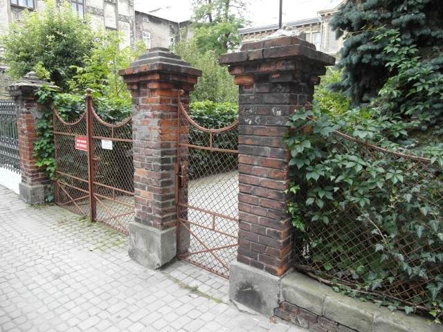 Spacer ulicami Przemyśla i oglądanie ogrodzeń posesji może być ciekawą wycieczką.