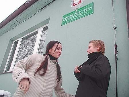 Uczennice drugiej klasy o profilu ogrodniczym Dorota Zając i Joanna Górska obawiają się o los szkoły, podobnie jak inni. Fot: MAGDALENA CHAŁUPKA