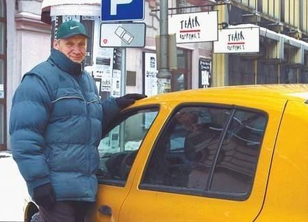 Trzy złote to wygórowana cena. W Katowicach za godzinę płaci się w centrum dwa razy mniej - mówi Piotr Słaby, kierowca z Chorzowa.   Fot: MAGDALENA CHAŁUPKA