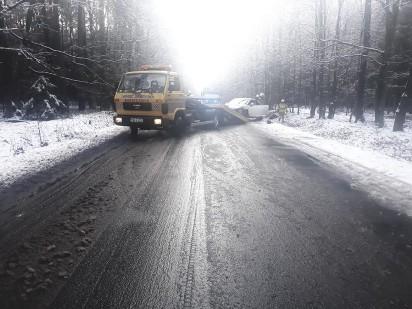 Kolizja na trasie Czerniejewo-Nekla. Sprawca odjechał z miejsca zdarzenia