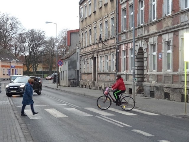 Wielu rowerzystów za nic ma przepisy.