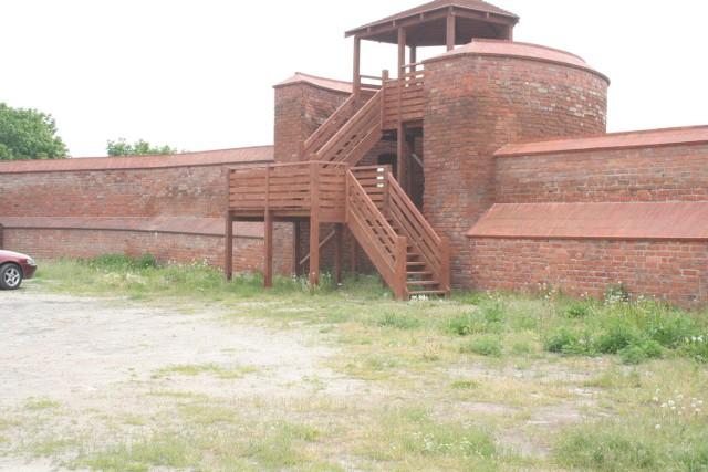 Według burmistrza zamontowanie drewnianej furtki przy  wejściu nie powstrzyma nikogo przed wejściem na wieżę