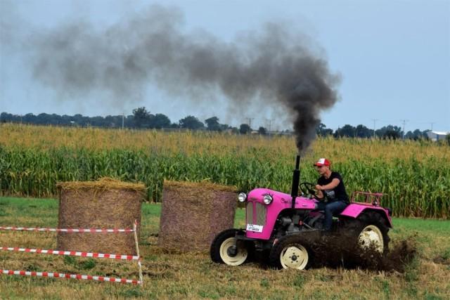 - Witamy państwa w Wielowsi, traktorowej stolicy Polski - rozpoczął prowadzący imprezę Zygmunt Chajzer