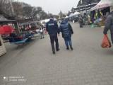 Mandaty za brak maseczki w Zduńskiej Woli. Policja kontroluje przestrzeganie obostrzeń