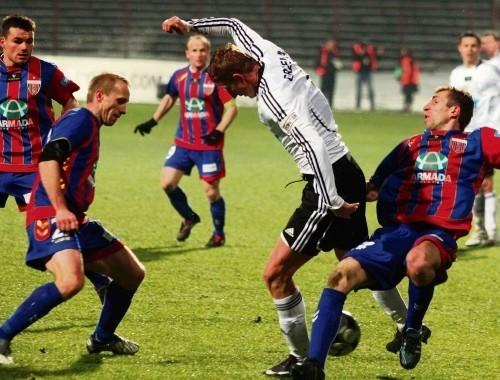 Bytomska Polonia, nie mogąc wygrać kolejnych meczów, przełamała się w spotkaniu z Legią Warszawa, zwyciężając 1:0.