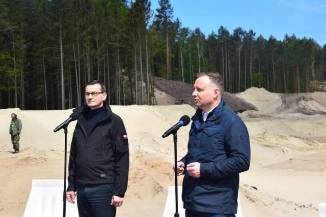 Maj 2020 r. Andrzej Duda i Mateusz Morawiecki na przekopie.