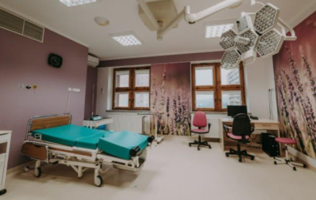 Oddział ginekologiczno-położniczy w Wojewódzkim Szpitalu w Przemyślu. Nz. sala porodowa.
