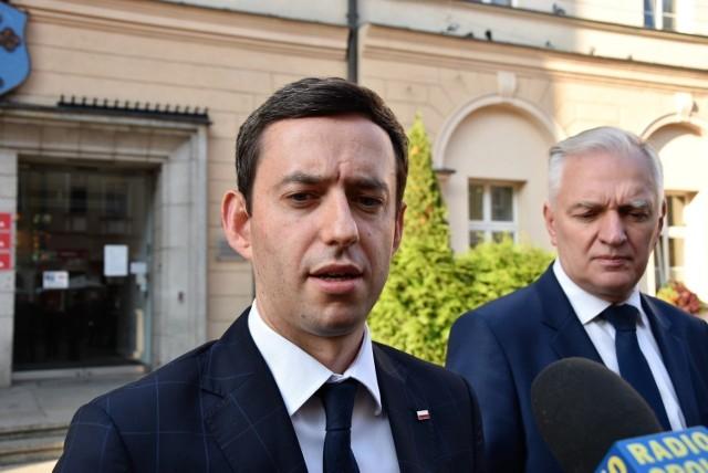 Marcin Ociepa, wiceminister obrony narodowej, oraz Jarosław Gowin