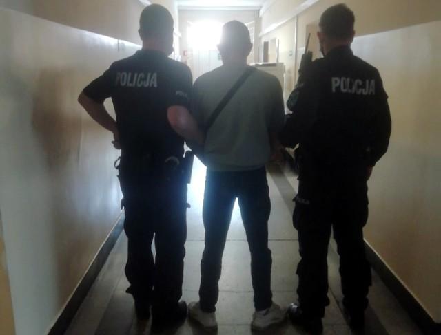 Policja interweniowała w związku z brakiem maseczki u młodego mężczyzny. Okazało się, że miał przy sobie narkotyki