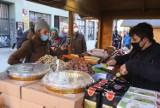 Jarmark świąteczny na ul. Piotrkowskiej. Co można kupić na jarmarku? Jakie są ceny? ZDJĘCIA