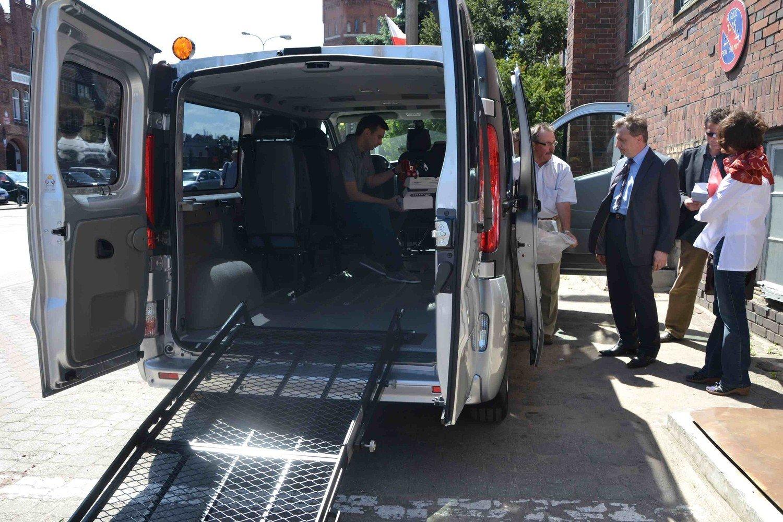 Bardzo dobra Malbork: Jeździ już bus do przewozu osób niepełnosprawnych LA99