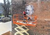 Mural z wizerunkiem burmistrza Aleksandra Dworskiego powstaje w Przemyślu. Oczywiście przy ul. Dworskiego [ZDJĘCIA]