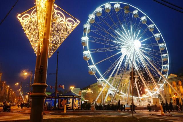 Kto jeszcze nie odwiedził jarmarków świątecznych na placu Wolności i Starym Rynku, to ostatnią szansę ma w piątek, 21 grudnia. Dłużej, bo aż do 3 stycznia można za to skorzystać z największej atrakcji, czyli diabelskiego młyna, a do 6 stycznia będą czynne stragany na ul. Paderewskiego. Zobaczcie zdjęcia ---->