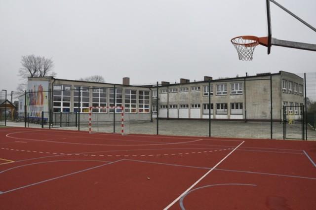 Szkoła Podstawowa w Babicach (gm. Oświęcim) zostanie nadbudowana o jedno piętro. Gotowy już kompleks sportowo-rekreacyjny będzie stanowić wkład własny gminy