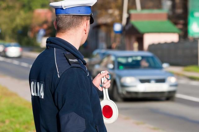 Weekendowe kontrole drogowe prowadzone na terenie powiatu kwidzyńskiego zakończyły się zatrzymaniem dwóch nietrzeźwych kierowców oraz mężczyzny prowadzącego auto pomimo sądowego zakazu