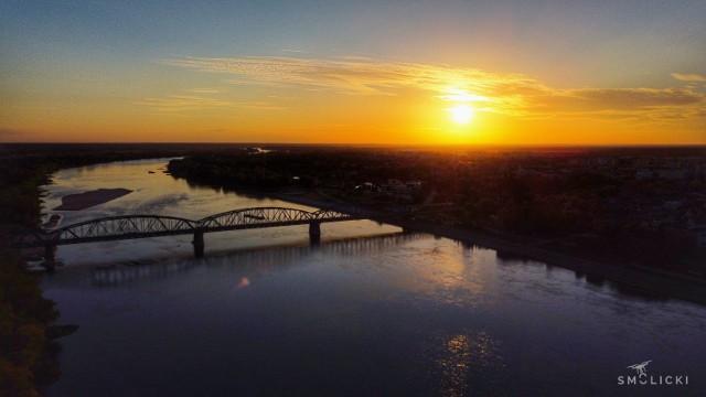 Otrzymaliśmy ostatnio kolejne, wyjątkowe zdjęcia Torunia z drona. Zobaczcie, jak wygląda nasze miasto z lotu ptaka. Jest na co popatrzeć!   Polecamy: Tormięs. Od PRL-u do dzisiaj. Zobaczcie zdjęcia!  Zobacz także: Toruń w czasie dwudziestolecia międzywojennego [zdjęcia]