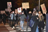 Strajk kobiet w  Śremie. Setki protestujących spacerem przeszło przez miasto