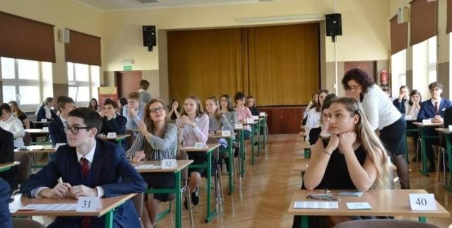 Egzamin ósmoklasisty potrwa trzy dni. Uczniowie wypełnią arkusze z języka polskiego, matematyki i języka obcego